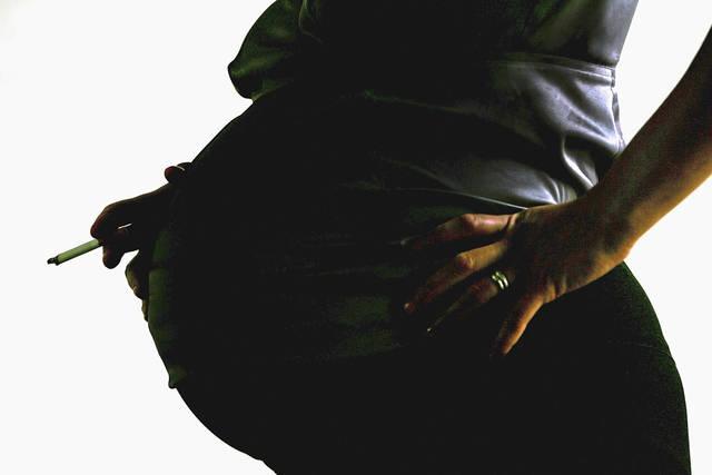Embarazadas fumadoras tienen mayor riesgo de diabetes gestacional