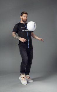 Messi con la camiseta de OrCam.